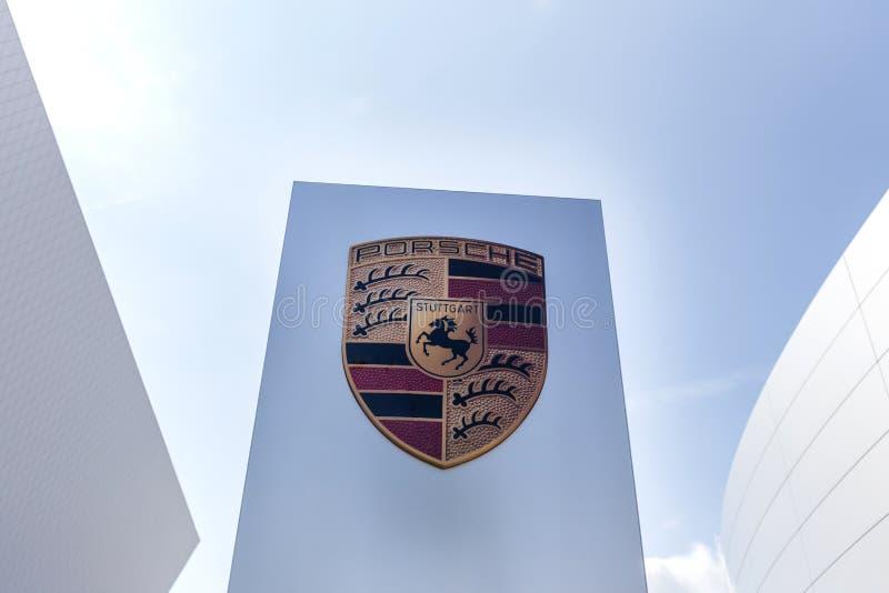 Stuttgart, Baden-Wurttemberg/Deutschland - 21 08 18: Porsche-Zeichen Stuttgart Deutschland lizenzfreie stockbilder
