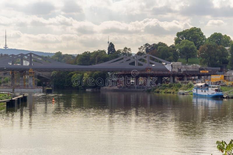 STUTTGART, DEUTSCHLAND - SEPTEMBER, 15,2018: Schlechtes Cannstatt dieses ist der Neckar, ein großer Fluss im Süden Deutschland lizenzfreie stockfotos