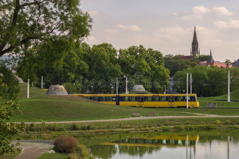 STUTTGART, DEUTSCHLAND - SEPTEMBER 15,2018: Schlossgarten dieser allgemeine Park schließt die Mitte der Stadt mit schlechtem Cann stockbilder
