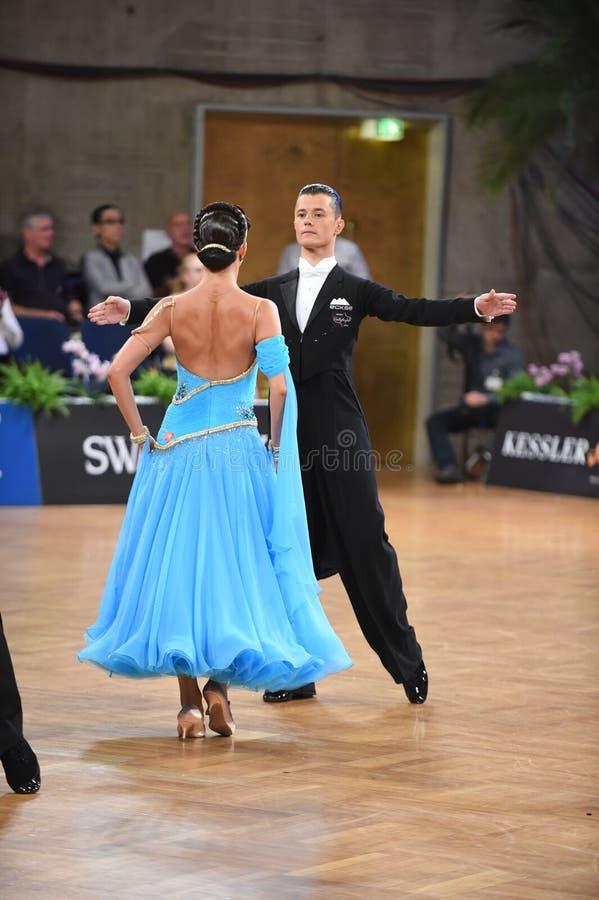 Stuttgart, Duitsland - Adance-het paar in een dans stelt tijdens Grote Slagnorm royalty-vrije stock afbeelding
