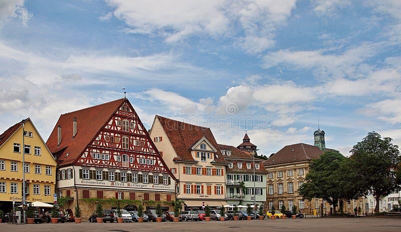 Stuttgart Esslingen in Duitsland met houthuizen en een kerk stock foto
