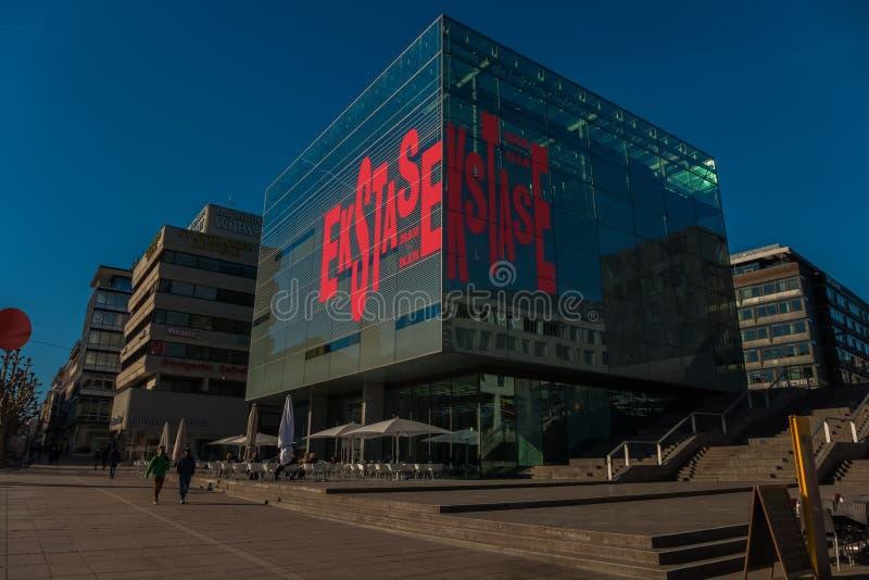 STUTTGART, GERMANIA - MARZO 02,2019: Koenigstrasse questo è il nuovo, museo di arte moderno fotografia stock