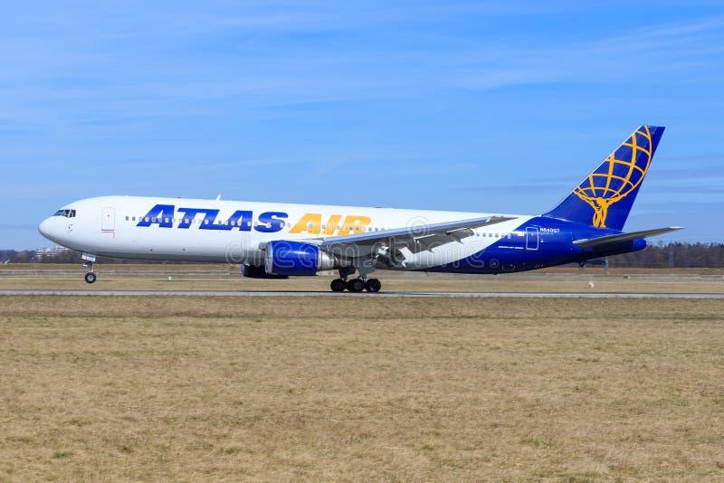 Stuttgart /Germany: BBoeing 767 od atlanta zdjęcie stock