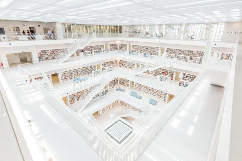 Stuttgart Niemcy, Kwiecień, - 5, 2018: Wnętrze nowy społeczeństwo l zdjęcia royalty free