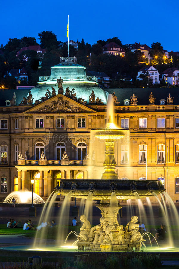Stuttgart-Stadtzentrum, Deutschland an der Dämmerung stockfotografie