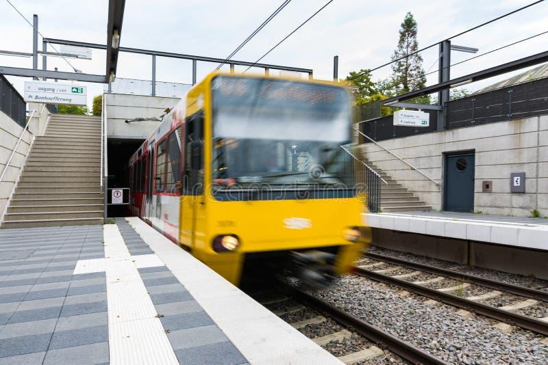 Stuttgart transportu publicznego metra przodu chodzenia pociąg fotografia royalty free