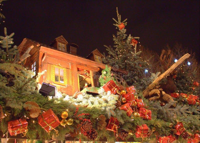Stuttgart, Tyskland- 18 december 2011: Julmarknaden arkivbilder