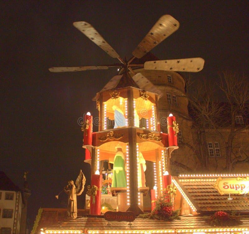 Stuttgart, Tyskland- 18 december 2011: Julmarknaden royaltyfri fotografi