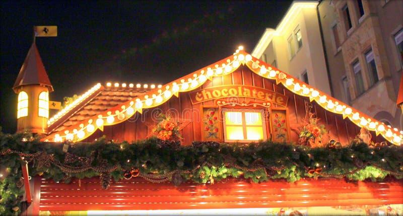 Stuttgart, Tyskland- 18 december 2011: Julmarknaden royaltyfri foto