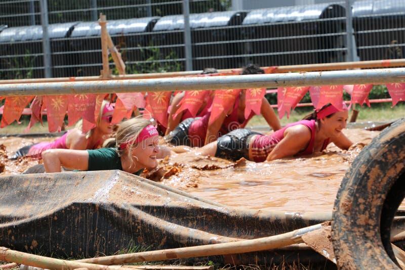 Stuttgart Tyskland - Juli 21, 2019: Muddy Angels Run arkivfoton