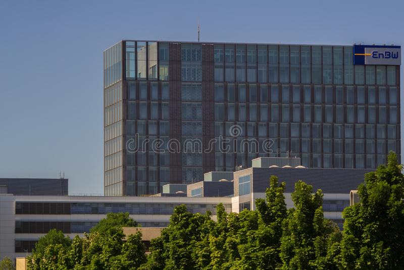 STUTTGART TYSKLAND - JULI 01,2018: Schelmenwasen detta är en modern kontorsbyggnad royaltyfria bilder