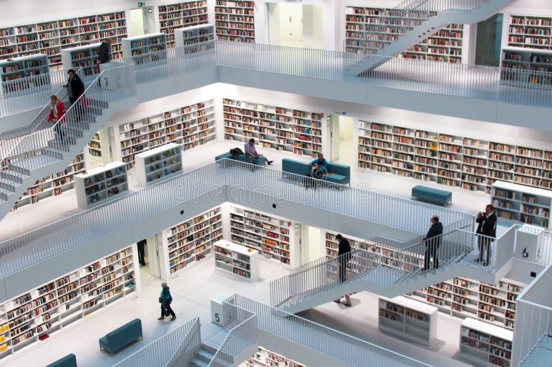 Stuttgart - zeitgenössische öffentliche Bibliothek stockfotos
