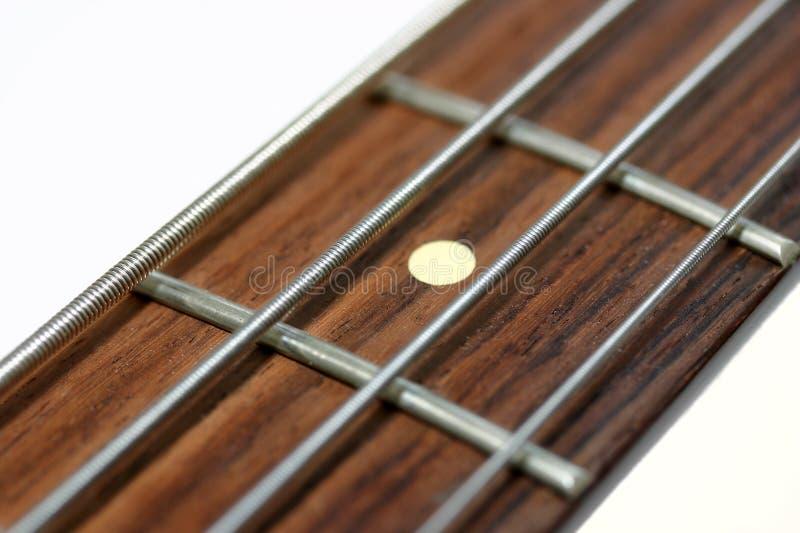 Stutzen einer elektrischen Baß-Gitarre stockfotografie
