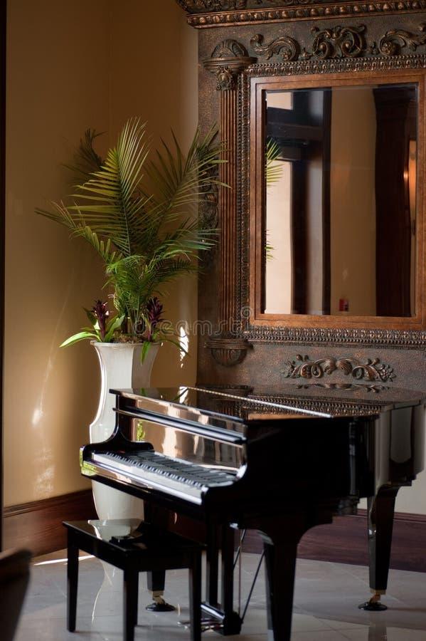 Stutzflügel-Klavier lizenzfreie stockfotografie