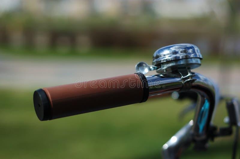 Stuurwiel van een uitstekende fiets stock fotografie