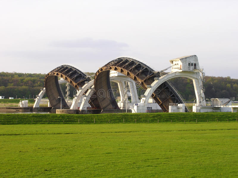 Stuw Driel,测流堰在河莱茵河(Nederrijn,荷兰) 免版税库存图片