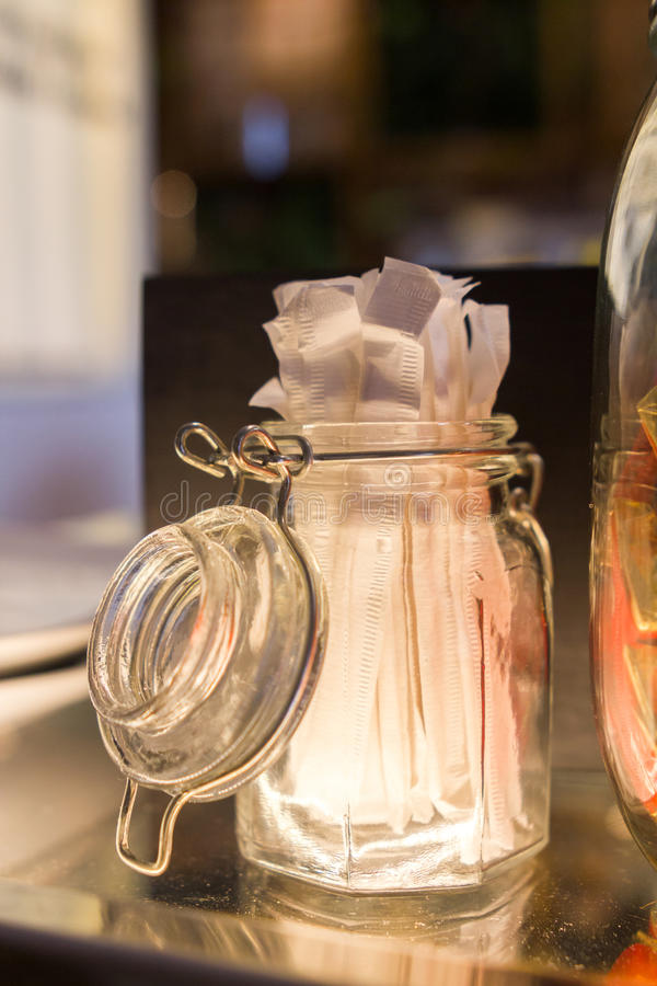 Stuzzicadenti in un barattolo di vetro fotografia stock