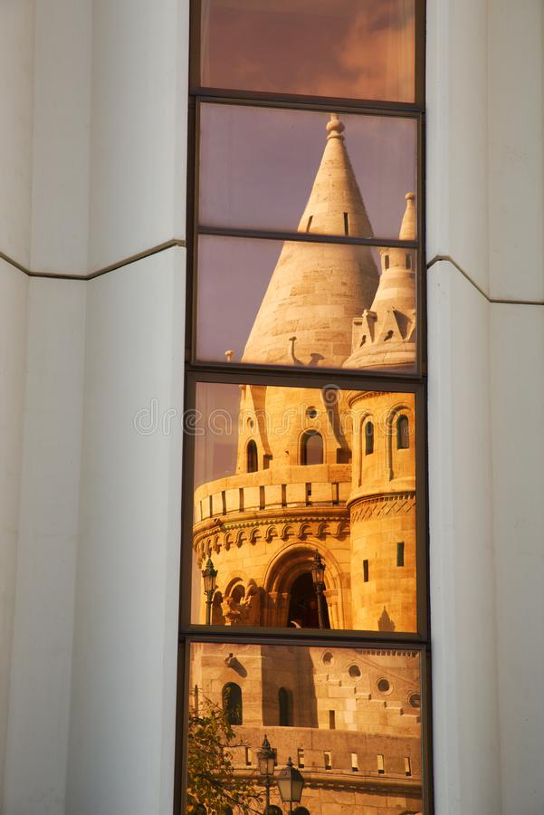 Stya del ¡ dello szbà del ¡ di HalÃ: Bastione del ` s del pescatore a Budapest immagini stock