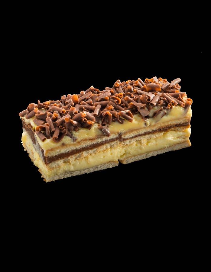 Stycke av den aptitretande efterrätten med vaniljkräm- och chokladchi royaltyfria bilder