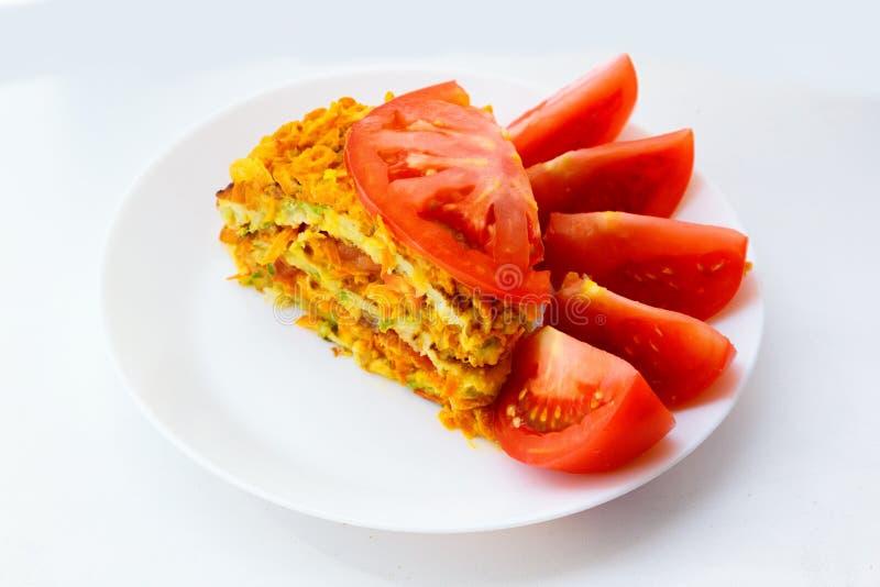 Stycke av den läckra kakan från zucchinier Grönsaktårta royaltyfria bilder