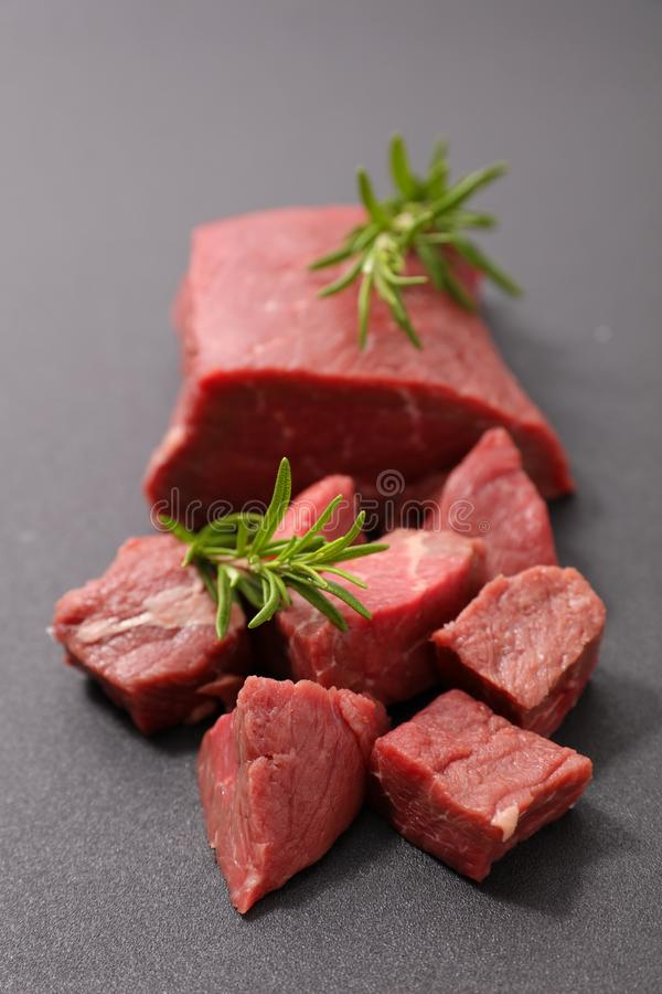 Stycke av nötkött, rått kött royaltyfri fotografi