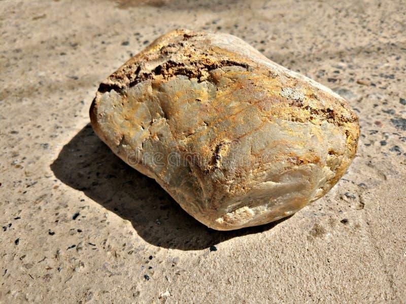 Stycke av Rock på jordningen arkivbilder