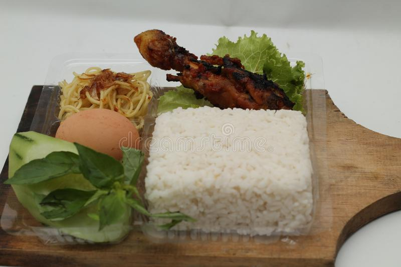 Stycken av stekt kyckling med kryddig smaktillsats, version 4 royaltyfria foton