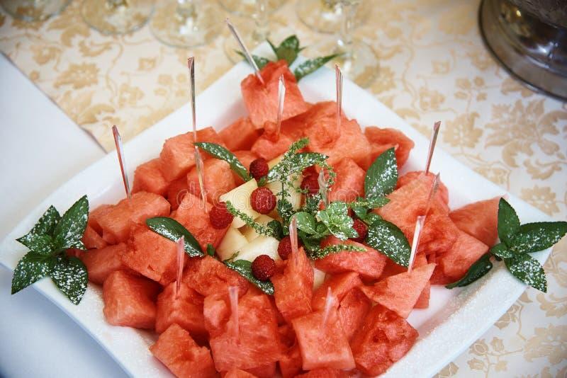 Stycken av vattenmelon och melon royaltyfria bilder