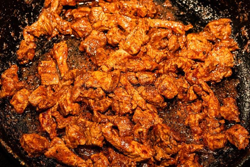 Styckkött som kryddas med kryddig asia bakgrund av köttgulasch royaltyfria bilder
