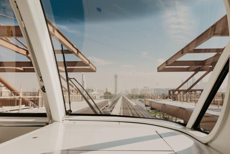 3 2019 Styczeń Fotografia Dubaj Palmowa wyspa widzieć z wewnątrz pociągu, Zjednoczone Emiraty Arabskie obrazy stock