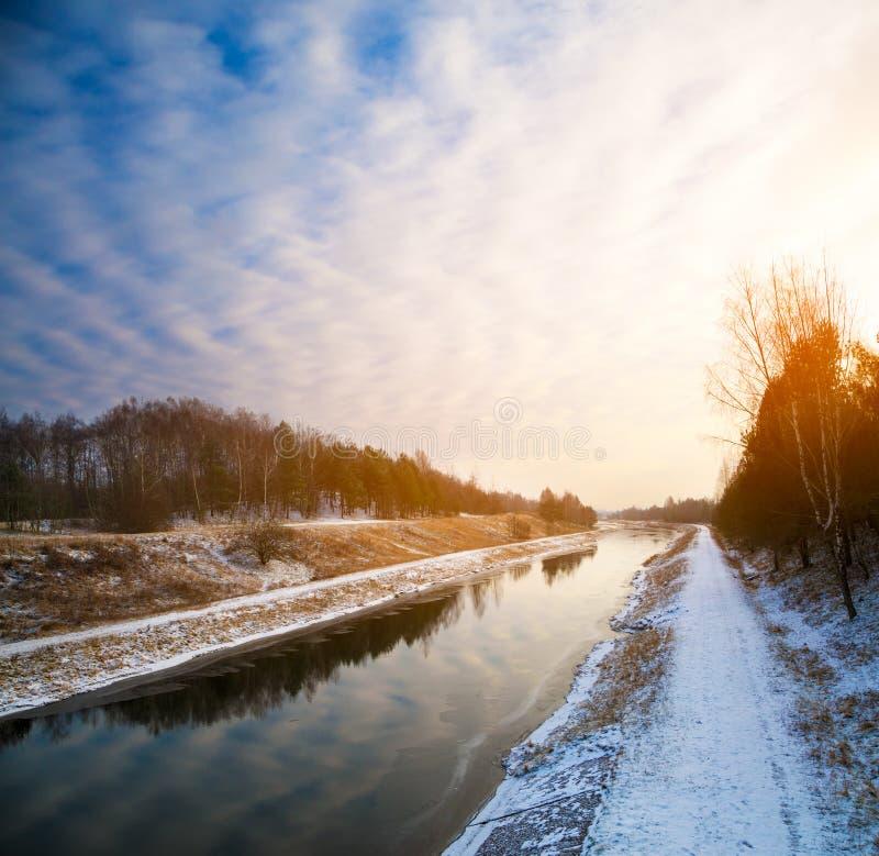 Styczeń 33c krajobrazu Rosji zima ural temperatury Rzeka i niebo przy zmierzchem fotografia royalty free
