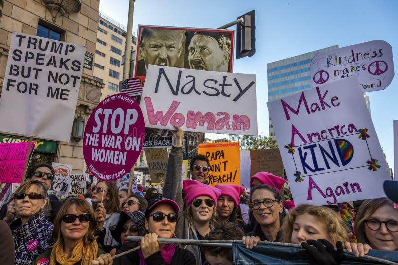 STYCZEŃ 21, 2017, LOS ANGELES, CA 750.000 uczestniczą w kobiety Marzec, aktywiści protestuje Donald J Atut w narodzie wielkim fotografia stock