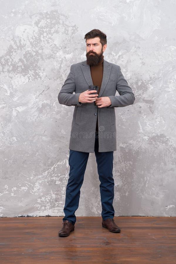 Styl i inteligencja Obsługuje przystojnej brodatej biznesmen odzieży luksusowego formalnego kostium Menswear i mody pojęcie facet zdjęcie stock