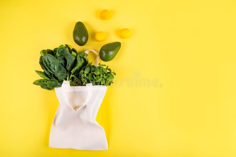 Style étendu plat de fruits et légumes photos libres de droits