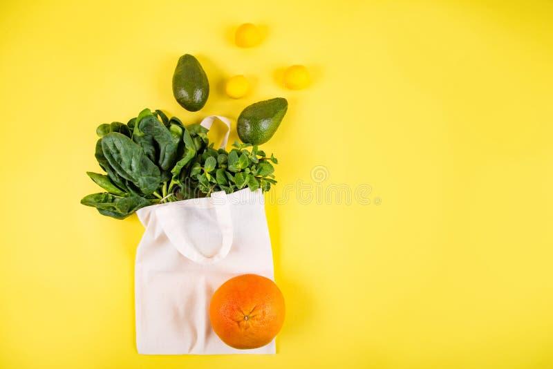 Style étendu plat de fruits et légumes photo stock