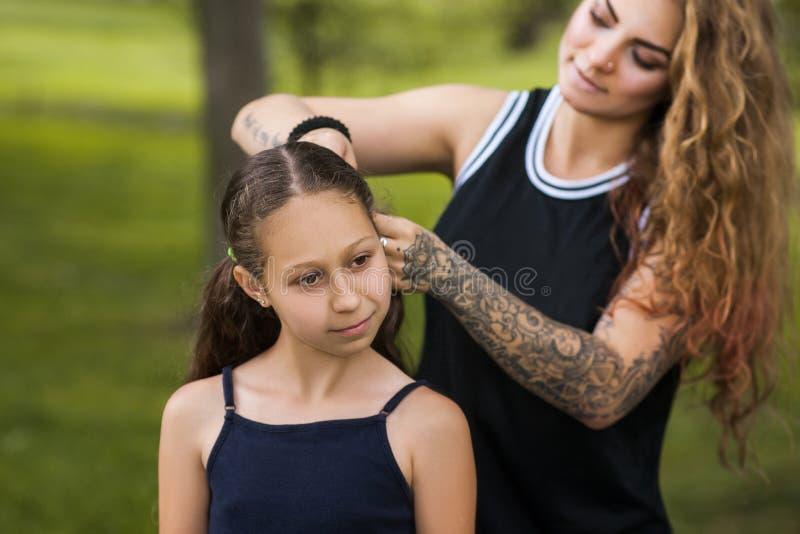 Style adolescent de beauté Amour de famille images stock
