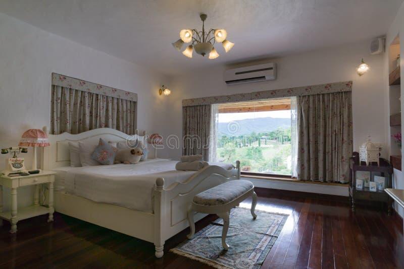 Style anglais de chambre à coucher classique élégante, intérieur photographie stock libre de droits