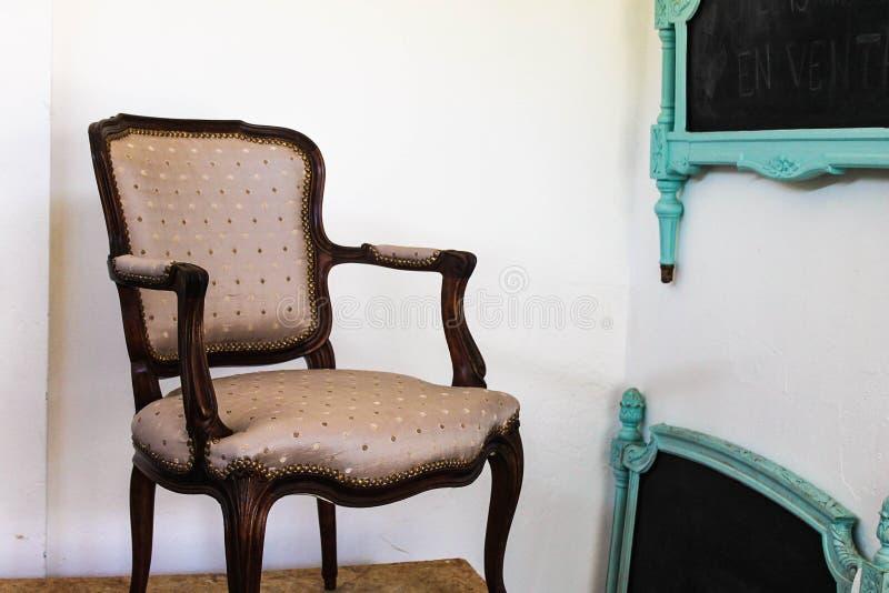 Style antique ?l?gant de Chambre de fauteuil de cru photo libre de droits