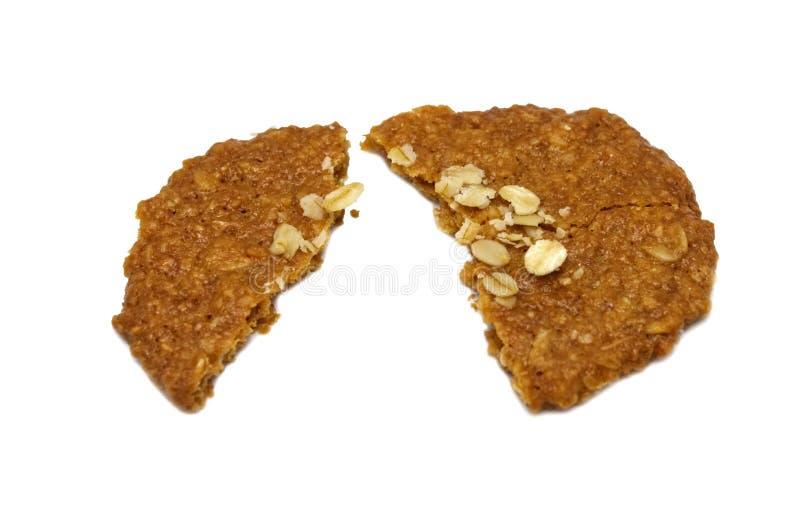 Style assaisonné et mince de farine d'avoine faite maison de biscuits Cassé du repas doux délicieux croquant et des biscuits util photographie stock