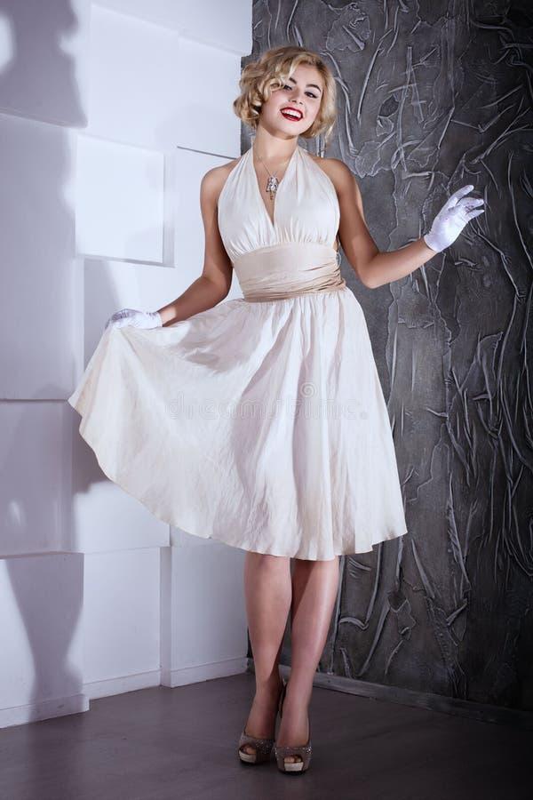 Style blond de Marilyn Monroe de fille photos libres de droits