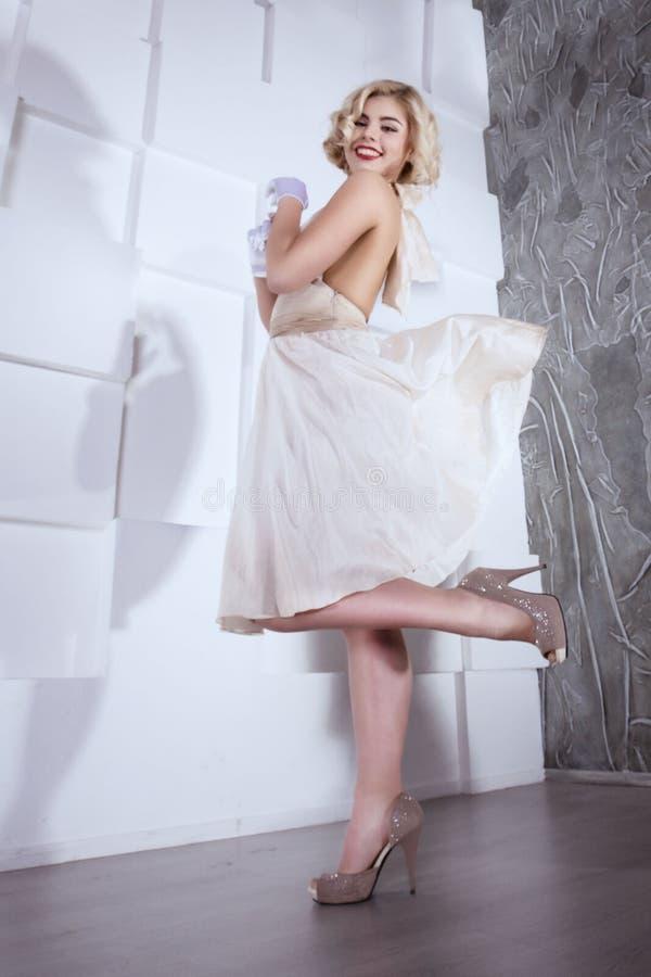 Style blond de Marilyn Monroe de fille photo stock