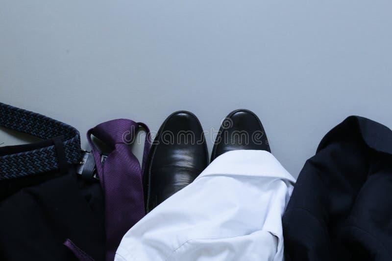 Style classique - chaussures, chemise, lien images libres de droits