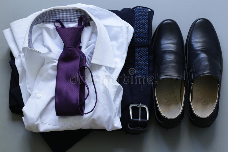 Style classique - chaussures, chemise, lien photographie stock libre de droits