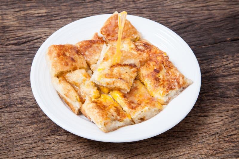Style de dessert de Roti frit avec la banane photos stock