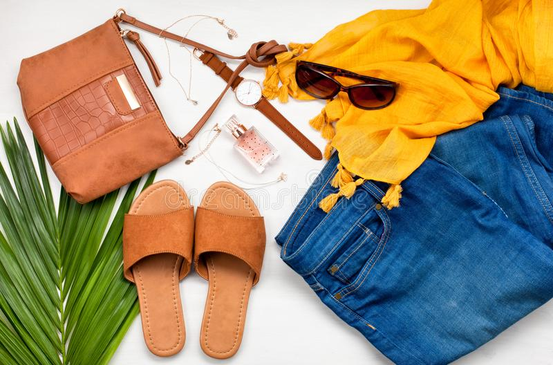 Style de rue d'été Vêtements de fille d'été de mode réglés, accessoires photo libre de droits