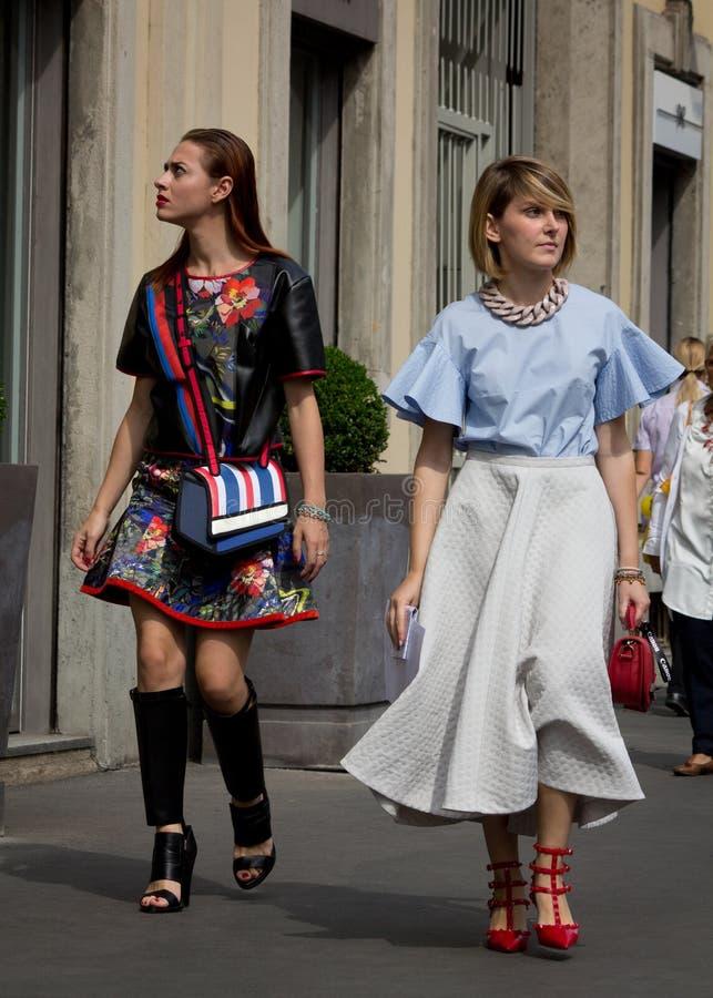Style de rue pendant le Milan Fashion Week pour le ressort/été 2015 image stock
