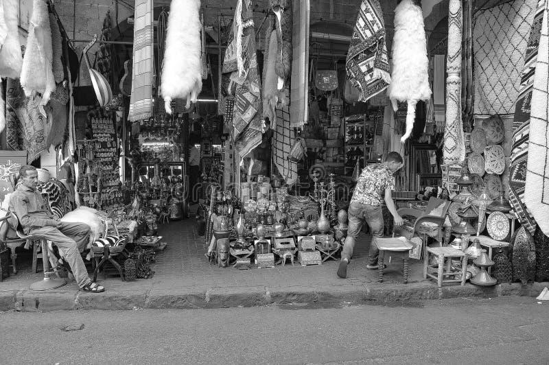 Style de vie dans la rue en portrait noir et blanc photo libre de droits