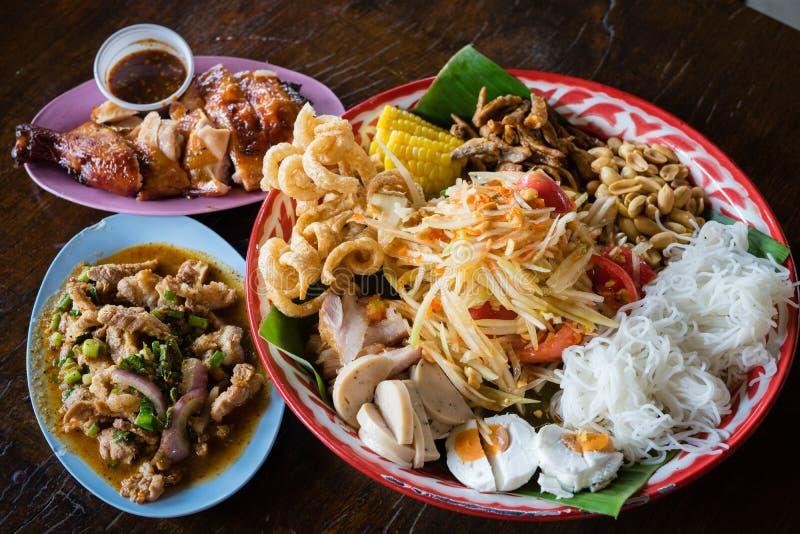 Style est du nord réglé de nourriture traditionnelle thaïlandaise image stock