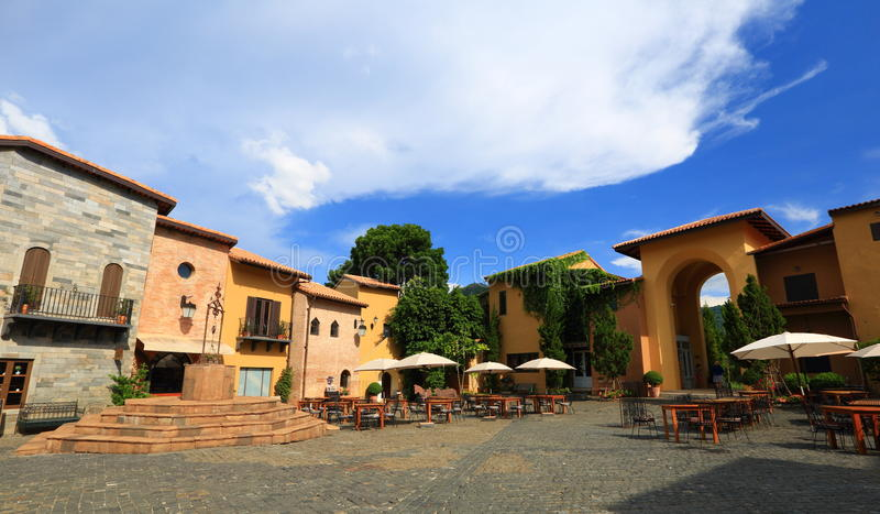 Style italien de village photographie stock libre de droits