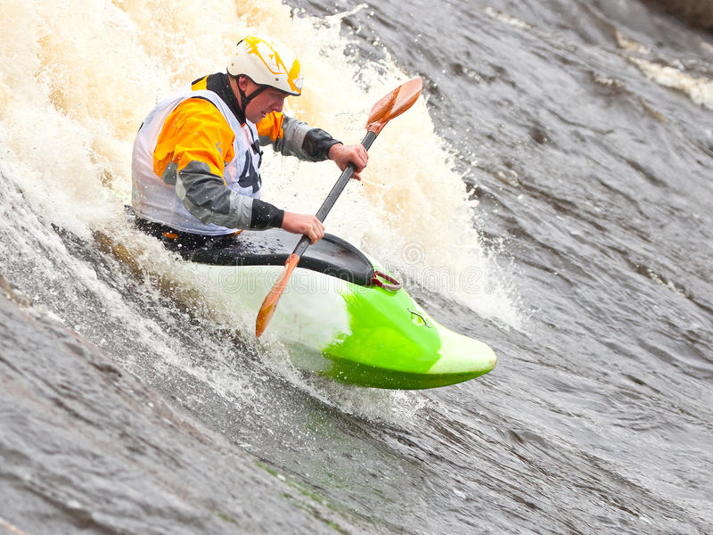 Style libre sur le whitewater images stock